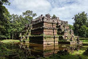 Phimeanakas - Image: Phimeanakas, Angkor Thom, Camboya, 2013 08 16, DD 03