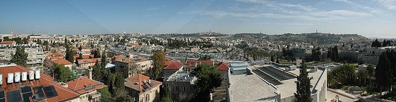 פנורמה מעל גג הנוטרדם של ירושלים לכיוון מזרח