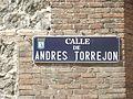 Placa de la calle de Andrés Torrejón.JPG