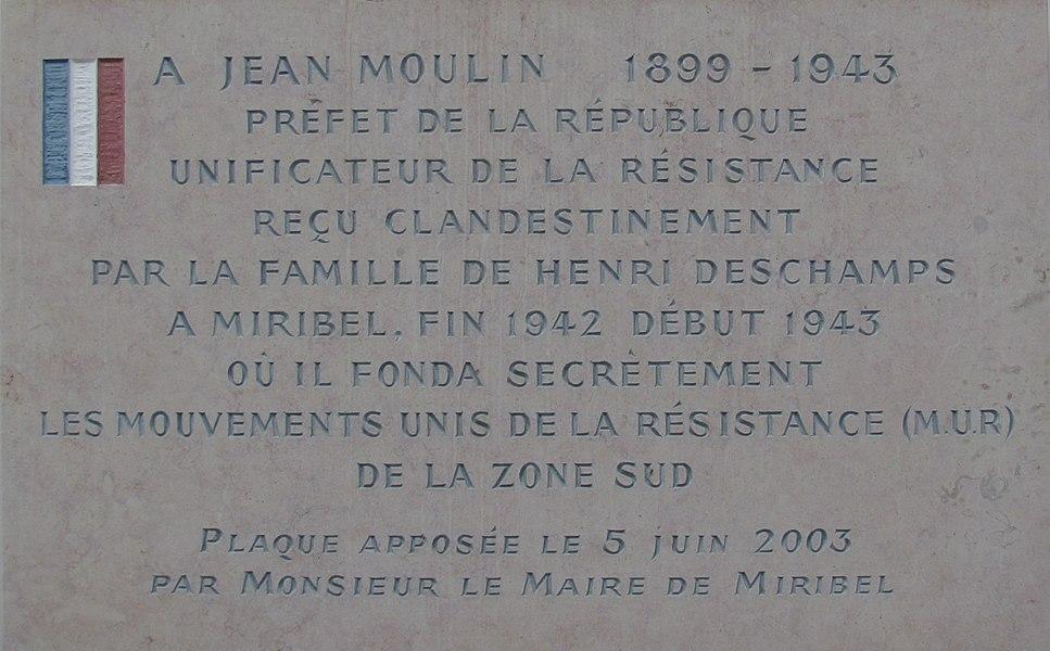 Plaque à Miribel, place Jean-Moulin, dans l'Ain, rendant hommage à Jean Moulin et à Henri Deschamps; création des Mouvements Unis de Résistance.  Texte de la plaque  A Jean Moulin (1899-1943), préfet de la république, unificateur de la Résistance, reçu clandestinement par la famille de Henri Deschamps à Miribel, fin 1942 début 1943, où il fonda les Mouvements unis de la Résistance (M.U.R) de la zone sud. Plaque apposée le 5 juin 2003 par Monsieur le maire de Miribel.