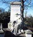 Poensgen, Grabmal Nordfriedhof Düsseldorf, von Karl Janssen.JPG