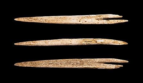 Trois harpons en os, avec entaille pour fixation sur une lance
