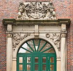 Portal of Spinnhaus at the Alster, Hamburg (crop1).jpg