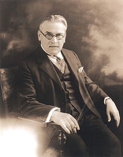 Portrait of Michael Idvorsky Pupin (1858-1935), Physicist (2551884992) (deriv).jpg