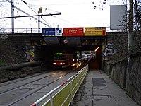 Průběžná, podjezd, tramvaj linky 32 do vozovny.jpg