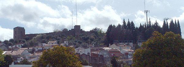 O Castelo dos Templários com o miradouro (anexo, do lado direito)