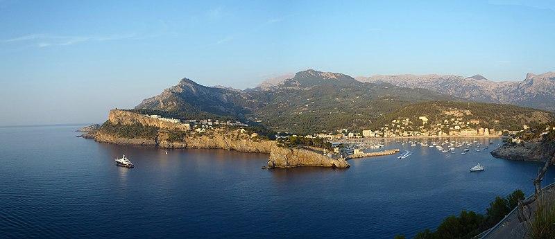 File:Puerto de Sóller - panoramio.jpg