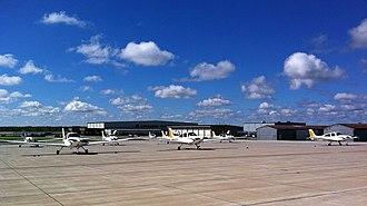 Purdue University Airport - Image: Purdue Cirrus Ramp