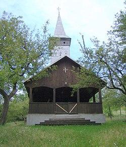 RO MM Remecioara wooden church 2.jpg