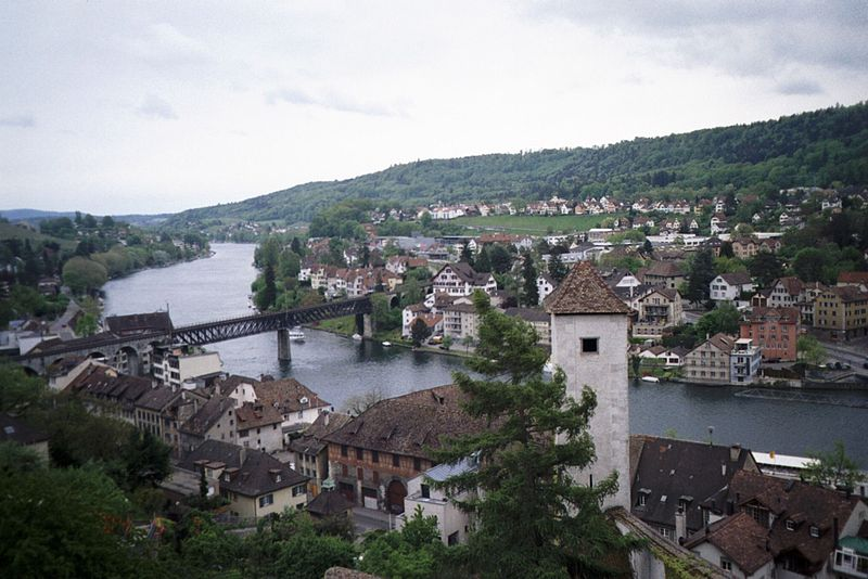 http://upload.wikimedia.org/wikipedia/commons/thumb/0/0a/Rhein_Feuerthalen.jpg/800px-Rhein_Feuerthalen.jpg