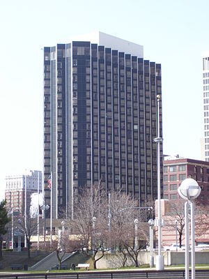 Crowne Plaza Detroit Downtown Riverfront - Image: Riverside Hotel