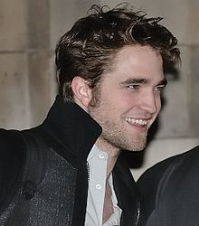 ROBERT PATTINSON 220px-Robert_Pattinson_2009