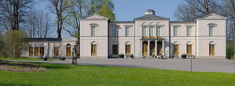 Rosendals slot foråret 2012.