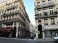 Rue des colonnes.jpg