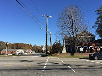 Saluda, Virginia - Downtown Saluda, with the courthouse on the right