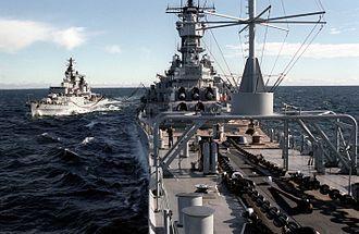 Hamburg-class destroyer - Image: Schleswig Holstein (D 182) with USS Iowa (BB 61)