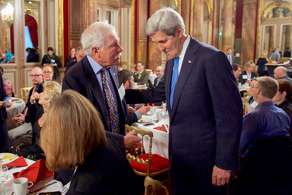 Secretary Kerry Greets Environmental Activist Ted Turner Before Addressing a UN Foundation-Hosted Breakfast Meeting Focused on the Ocean in Paris (22977278124)