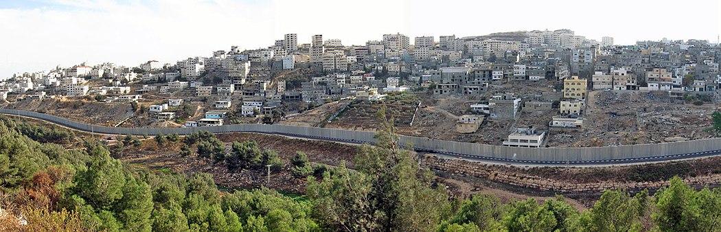 מבט פנוראמי מחנה הפליטים שועפט ושכונת דחיית א-סלאם (משמאל) במבט מצפון, 2007