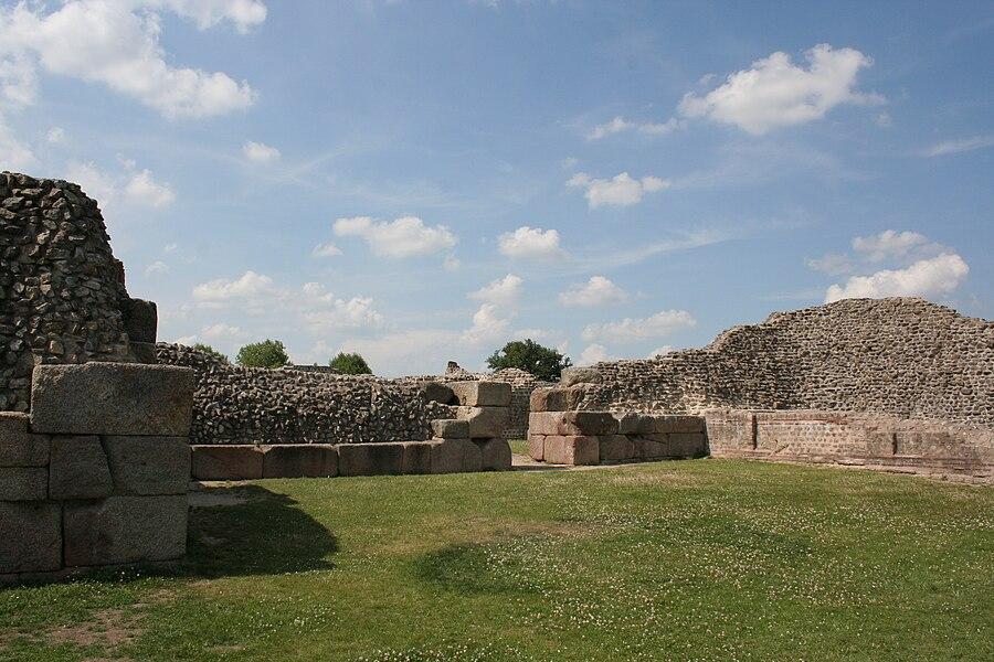 Site archéologique de Jublains, France. Site du castellum.