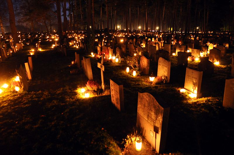 File:Skogskyrkogården at All Saints Day 2010-1.jpg