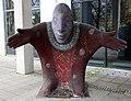 Skulptur Karl-Marx-Allee 31 (Mitte) Der Ratgeber Christine Gersch 1998.jpg
