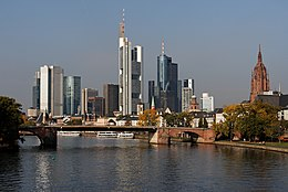 Skyline of Frankfurt 2007.jpg