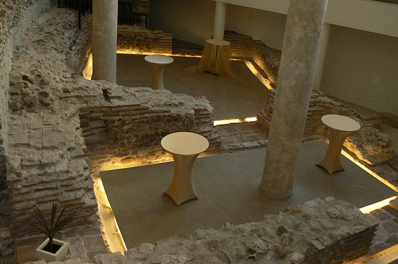 File:Sofia-amphitheatre-remnants-4.jpg