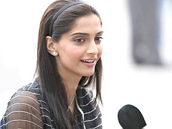 Sonam Kapoor on the sets of 2011 film Thank You