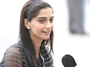 Neerja - Image: Sonam Kapoor on the sets of 'Thank You' (3)