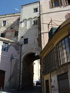 Torre dello sperone wikipedia for Portico dello schermo prefabbricato