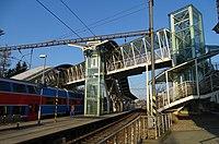 Strančice, nádraží, lávka.jpg
