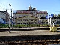 Strančice, nádraží a budova Průmyslová 36.jpg