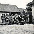 Szerb hadifoglyok egy tanya udvarán a magyar csapatok bevonulása idején. Fortepan 76989.jpg