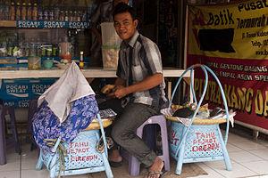 Cirebonese people - Image: Tahu Gejrot Cirebon vendor