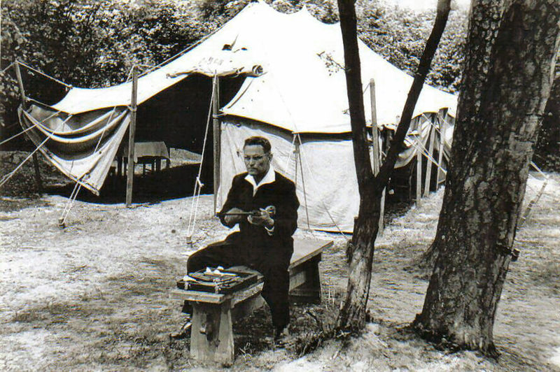 File:Takács Károly preparing pistol for shooting on Poland-Hungary-Yugoslavia 1961.jpg