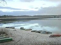 Talsperre-Spremberg Staudamm-mit-Booten.jpg