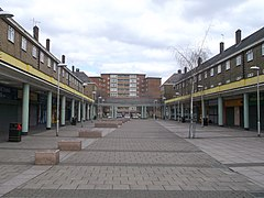 Thames View Shopping precinct (geograph 3393779).jpg
