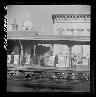 76th Street (IRT Third Avenue Line) - 1942 image of one of the 76th Street platforms