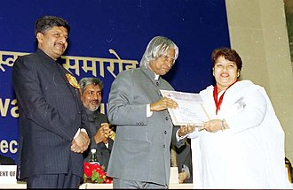 Khan receiving National Film Award for Best Choreography for Dola Re Dola by President A. P. J. Abdul Kalam, in December 2003. The President Dr. A.P.J. Abdul Kalam presenting the Best Choreography Award for the year 2002 to SAROJ KHAN for the number 'Dola re Dola' in 'Devdas' for her creation of captivating dance movements to reflect the spirit of the.jpg