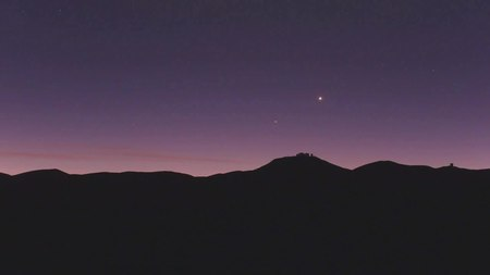 Datei:The crescent Moon setting over Paranal.ogv