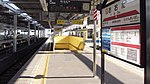 Tobu-railway-TI18-Ota-station-platform-5-20141231-124116.jpg