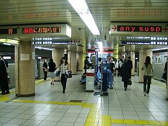 Ginza Station - Image: Tokyo Metro M16 Ginza station platform