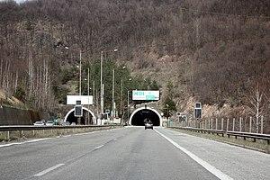 Hemus motorway - Image: Topli Dol Tunel