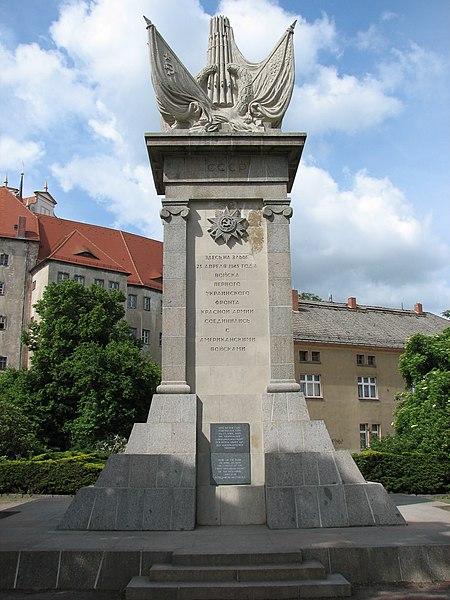 File:Torgau Denkmal.JPG