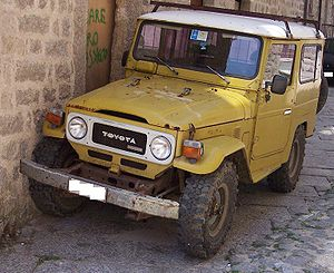 Toyota Land Cruiser yellow vl.jpg