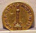 Traiano, aureo, 98-117 ca. 06.JPG