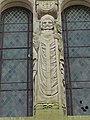 Travecy (Aisne) église, statue sur la façade.JPG