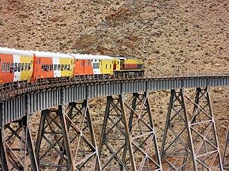 Viaduct - Image: Tren a las nubes cruzando Viaducto la Polvorilla