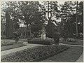 Tuin met beeld - Ginneken - 20325318 - RCE.jpg