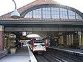 U-Bahn der Linie U2 im Bahnhof Mundsburg in Hamburg-Uhlenhorst.jpg